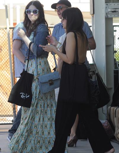 Мишель Трахтенберг (Michelle Trachtenberg) на музыкальном фестивале Coachella 2012