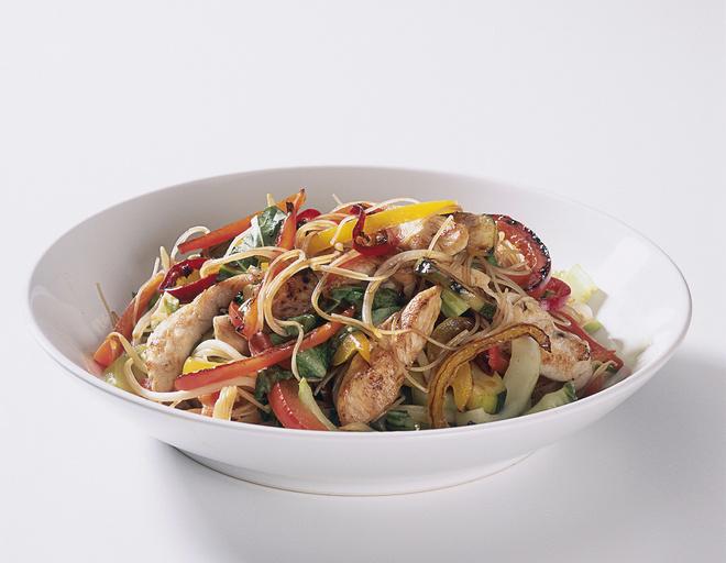 Салат, приготовленный на основе куриных желудочков, является истинным украшением и диковинкой любого стола.