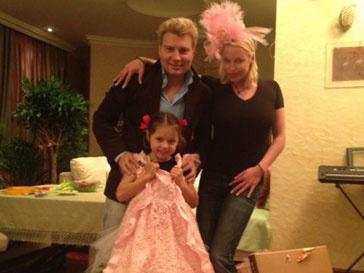 Николай Басков подарил на день рождения Ариадне Волочковой розовой платье