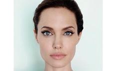 Анджелина Джоли удивила новой татуировкой