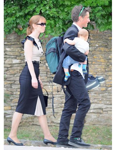 Многие гости прибыли на свадьбу Кейт Мосс с детьми