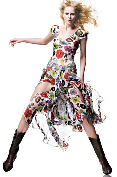 2001 Коллекция Prêt-à-Porter осень—зима. Джон Гальяно для Dior Платье из муслина с принтами цветов, вышивка серебром.