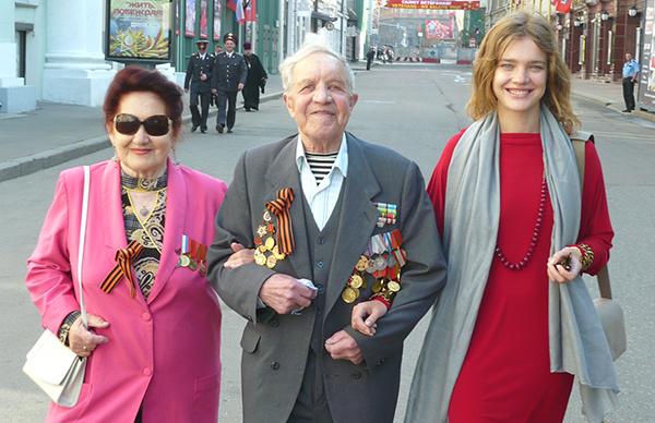 Наталья Водянова с дедушкой и бабушкой