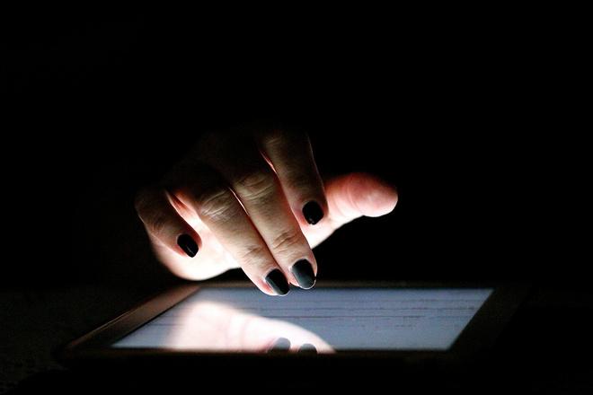 Как наносить темные лаки для ногтей так, чтобы было красиво