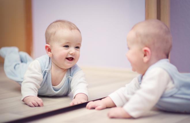 Почему ребенку нельзя показывать зеркало