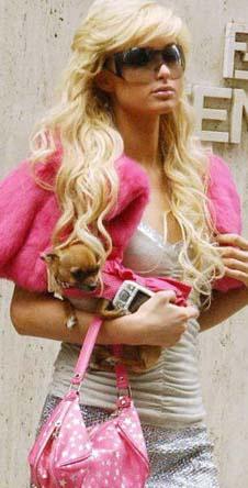 Странно, что Пэрис до сих пор не начали принимать за ожившую Барби