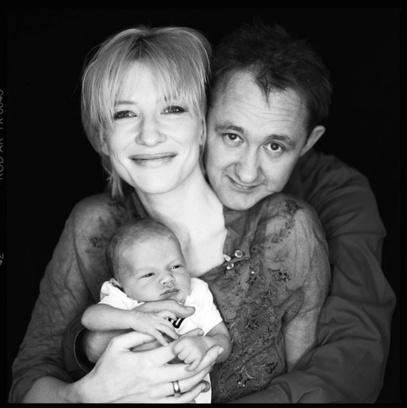 Кейт Бланшетт с Эндрю Аптоном с их первым сыном Дэшил Джоном, 2001 год
