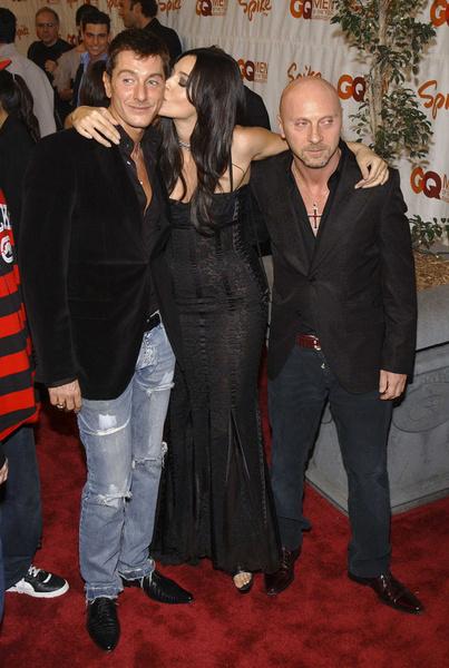 Так выглядит настоящий итальянский поцелуй! Моника Белуччи со Стефано Габбана и Доменико Дольче