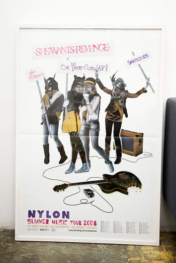 Все рекламные плакаты и коллажи журнала редакция оформляет в рамки и расставляет в офисе. Хорошо, когда есть, чем гордиться!