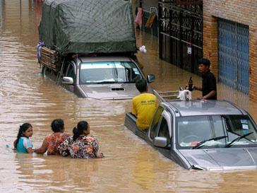 В Таиланде затоплены дороги и сельскохозяйственные угодья