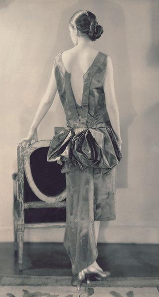 Модель в платье, 1926 год
