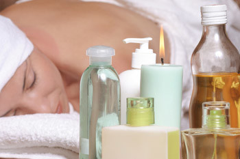 Перед использованием ароматических масел для массажа, проведите небольшую пробу: разбавленное масло нанесите на локтевой сгиб, для того чтобы определить чувствительность кожи к нему.