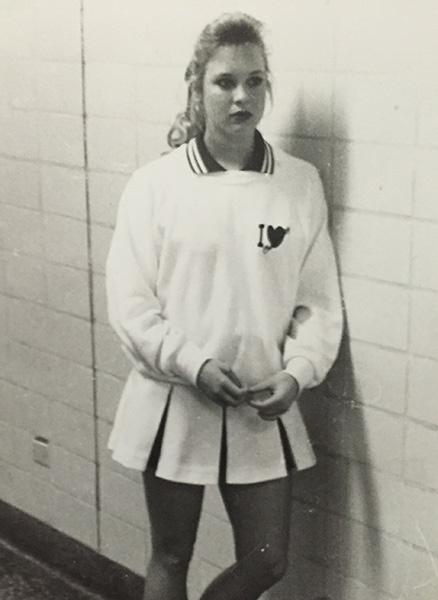 17-летняя Рене Зеллвегер в костюме чирлидера