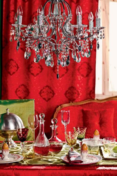 Для сервировки званого ужина более всего подходит серебро и тонированное или бесцветное стекло. Кстати, подбирать одинаковые фужеры совсем не обязательно.