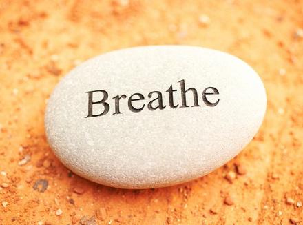 Чувствуете тревогу? Глубоко дышите. Упражнения