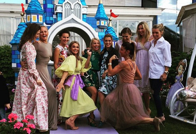 Ксения Бородина с друзьяими фото