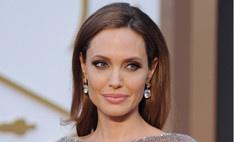 Крестная мама Джоли стесняется общаться с ней