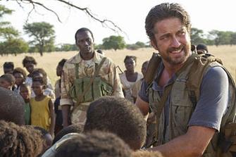Бывший байкер Сэм Чайлдерс (Джерард Батлер) защищает детей с оружием в руках.