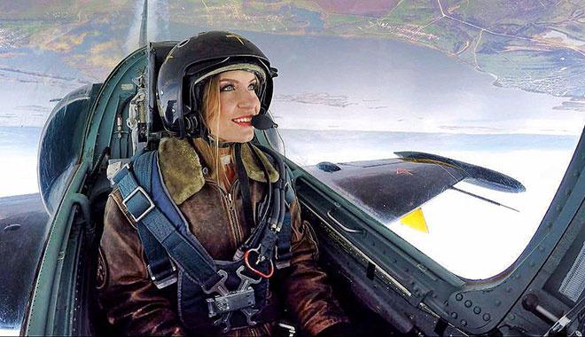 Студентка ССЭИ выступила с пилотажной группой «Русь» на Гагаринском поле
