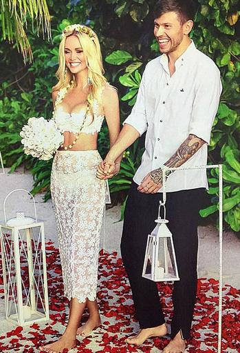 Фото виктории лопыревой и федора смолова свадьба