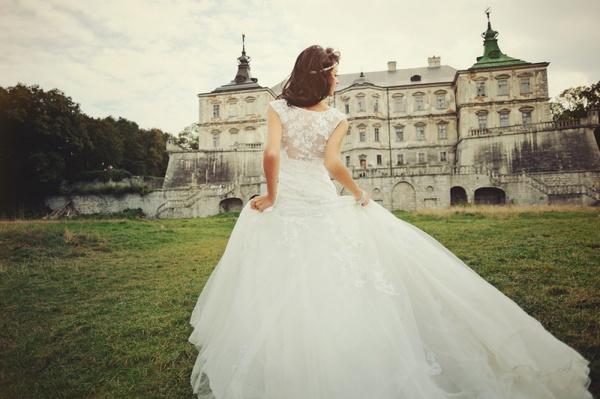 Свадебное платье с закрытой спиной