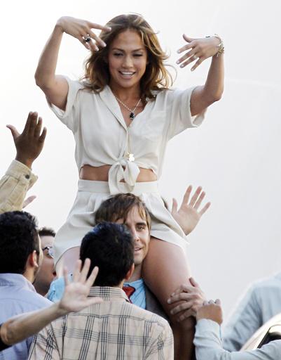 """Дженнифер Лопес (Jennifer Lopez) в одной из сцен фильма """"Чего ожидать, если вы беременны"""""""