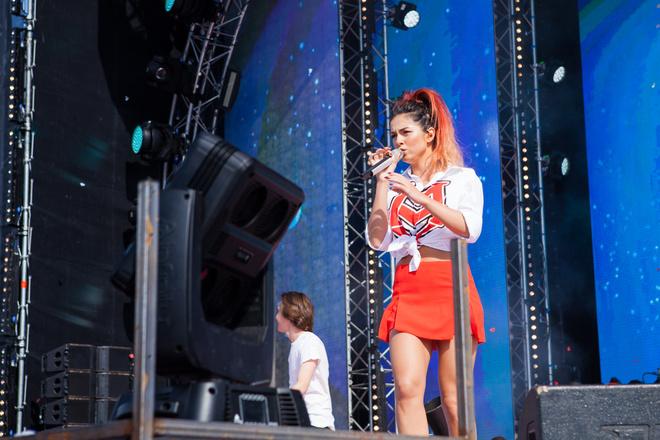 Певица Нюша рассказала о своем лете, модных экспериментах и новой песне