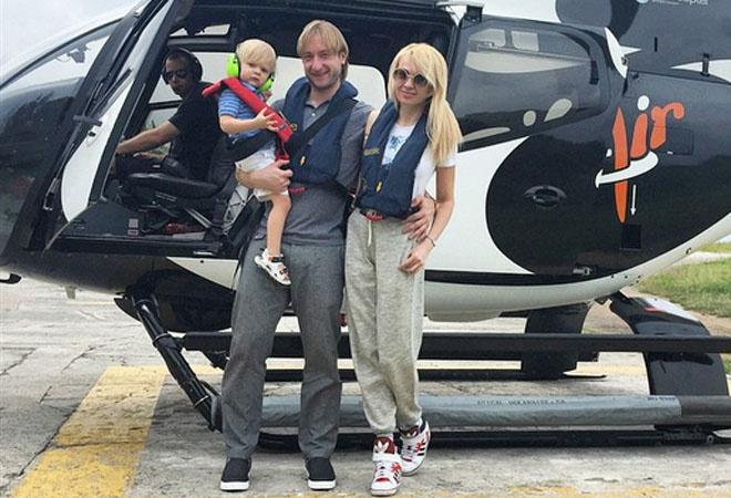 Яна Рудковская с семьей: фото