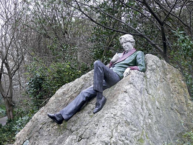 Памятник Оскару Уайльду.