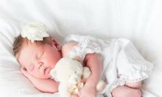 Новорожденным следует спать с мамами