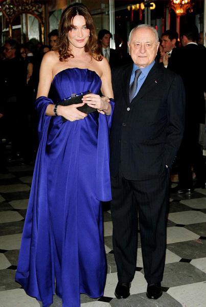 Карла Бруни в платье Yves Saint Laurent