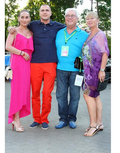 Владимир Винокур с женой, дочкой и ее возлюбленным