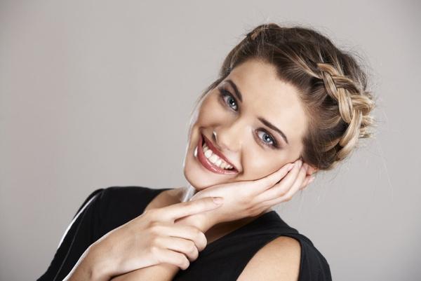 Как можно заплести волосы средней длины самой себе - 6