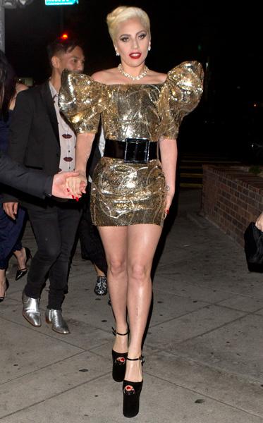 Леди ГаГа в платье Saint Laurent