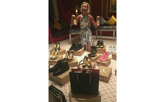 Ольга Бузова перебирает покупки: туфли и кеды Christian Louboutin