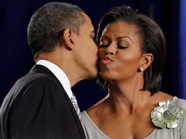 Мишель Обама (Michelle Obama) и Барак Обама (Barak Obama) приняли новый закон о питании в школах.