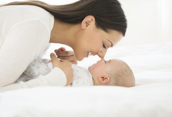Чистить нос новорожденного