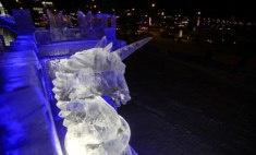 На эспланаде в Перми открылся ледовый городок: ночные виды
