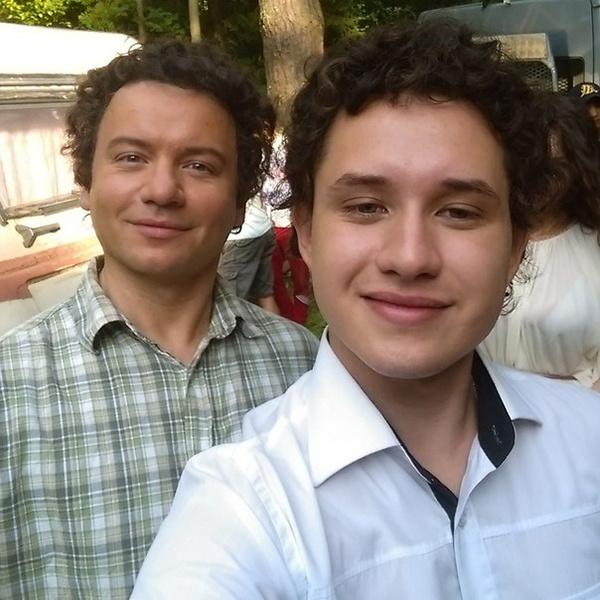 Александр Олешко и Артем Козюберда на съемках фильма «Весеннее обострение»