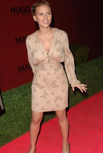 Скарлетт Йохансон уверена, что она некрасивая и нее кривые ноги