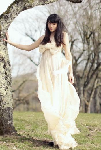 Несколько месяцев назад девушка открыла для себя красивое платье Maria Lucia Hohan. «Это была любовь с первого взгляда. Сегодня – это самая красивая вещь, которая у меня есть», – уточняет Alix.