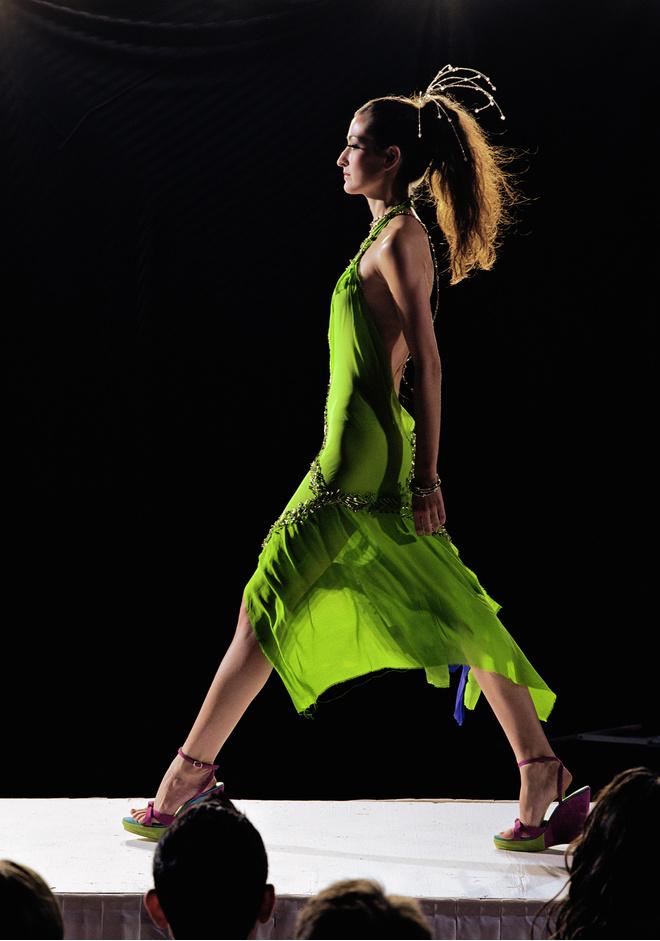 платье фисташкового цвета