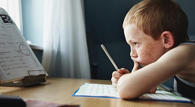 «Не хочу учиться»: как делать уроки с гиперактивными детьми