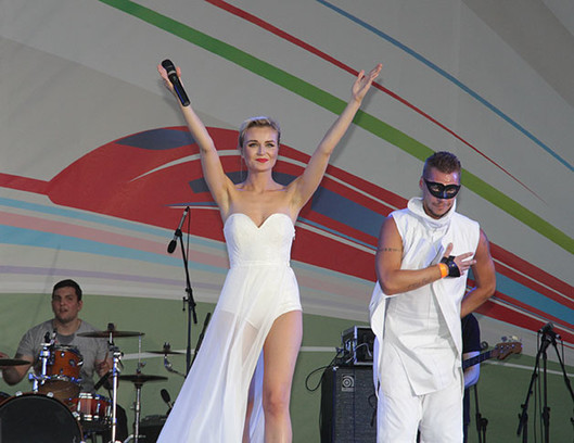 Гагарина и Лепс выступили в Ростове фото