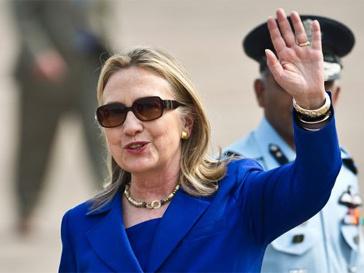 Хилари Клинтон закидали помидорами.