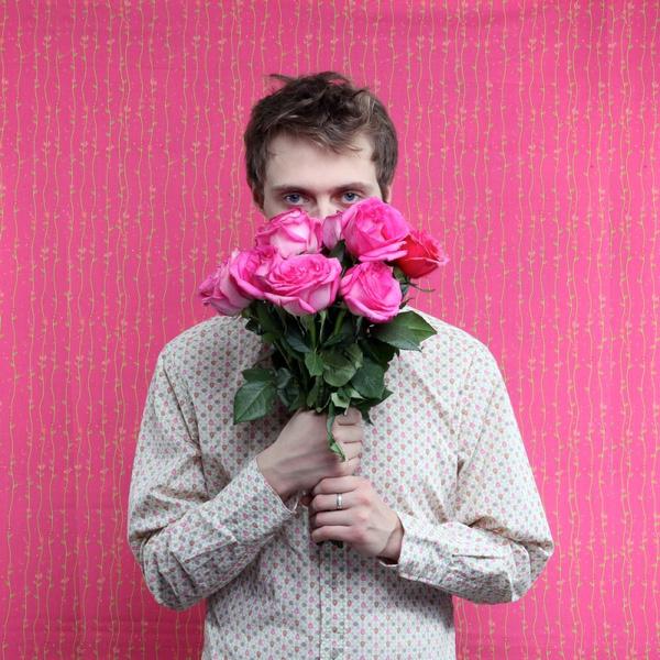 Дарить мужчине цветы