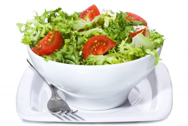 Как сделать салат из помидоров и колбасы