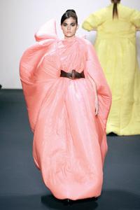 Платье-«дутик» из осенней коллекции Toni Maticevski.