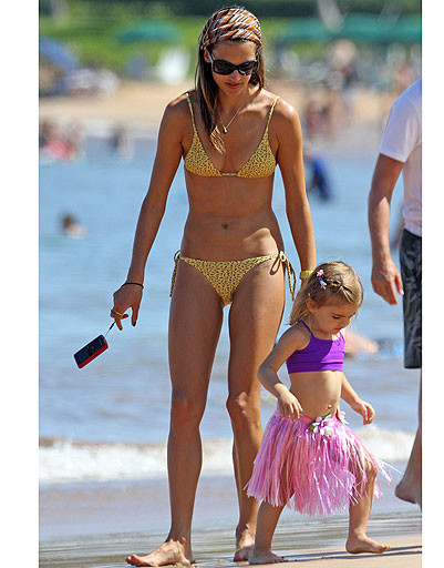 Алессандра Амброзио (Alessandra Ambrosio) с дочкой