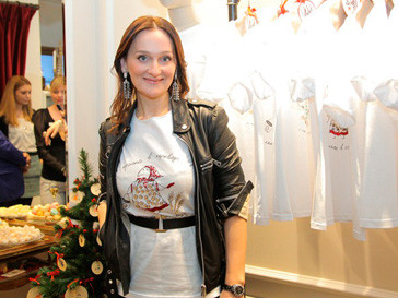 Елена Сотникова на презентации коллекции футболок «Варя A La Russe»